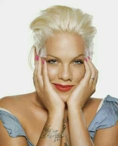 My idol.nk :) She's awesome :) No One Can Be Just Like Me Anyway :) We don't love Clowns and Liars :) Pop Punk, Lady Gaga, Art Visage, Alecia Moore, Divas, Pink Quotes, Beth Moore, Idole, Hip Hop