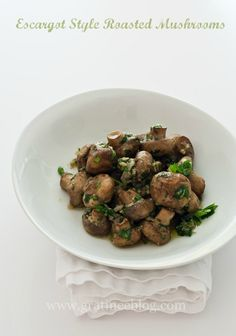 A great dinner side dish! Escargot Style Roasted Mushrooms {Via Gratinee}