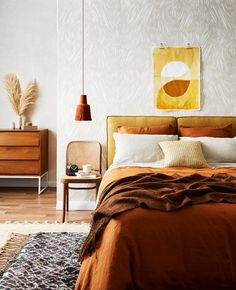 A bright and warm bedroom taking us into the weekend. A room should never allow the eye to settle in one place. It should smile at you and create fantasy home decor decoration salon decoration interieur maison Interior Design Trends, Home Decor Trends, Decor Ideas, Interior Stylist, Decorating Ideas, Autumn Interior, Home Interior, Modern Interior, Earth Tone Bedroom