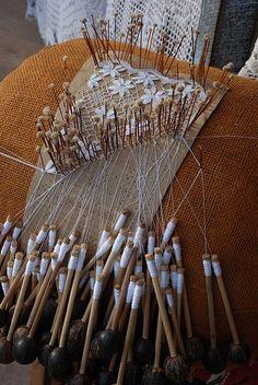 Pelo Brasil O artesanato maranhense é conhecido pela criatividade. O município da Raposa, localizado na Grande São Luís, é conhecido como polo produtor de artesanato. Créditos: Encantos do Maranhão