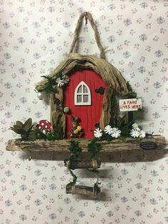 Diy Fairy Door, Fairy Garden Doors, Fairy Doors, Fairy Tree Houses, Clay Fairy House, Fairy Garden Houses, Vase Crafts, Craft Stick Crafts, Diy And Crafts