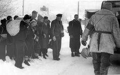 Flyktingar i Karesuando, vid gränsen mot Finland, 28 november 1944.