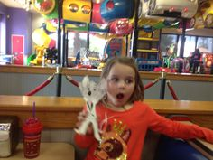 Eating pizza with #FlatChuckE @ chuck e cheese