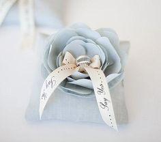 Ringkissen mit blauer Blume - nachmachen möglich