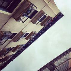 Perspectivas. #pamplona #navarra #europe #aldezaharra #old #viejo #city #ciudad #building #love #amazing #urban #street #streets #calle #instagram #instagood #instagramers #instadaily #instacool #instacity