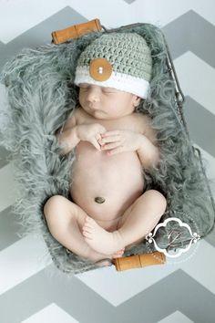 Ich biete diese handgemachte süsse Häkelmütze für Babies oder Kinder an. Ideal für die Neugeborenen oder Baby-Kinderfotografie. Erhältlich in allen Grössen und Farben. Material Baumwolle, Acryl und Holzknopf. Bitte geben Sie mir den Kopf Durchmesser des Kindes an oder das Alter in Monaten. Selbst Boutique Design, Crochet Hats For Boys, Boy Crochet, Beautiful Boys, Favorite Color, Beanie, Trending Outfits, Handmade Gifts, Etsy