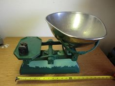 ANTIQUE 28LB BALANCE CANDY/MERCHANTILE SCALE WITH 1LB ANTIQUE COUNTER WEIGHT
