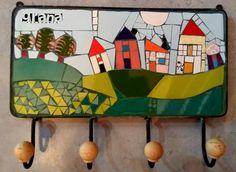 No hay texto alternativo automático disponible. Mosaic Tray, Mosaic Wall Art, Mosaic Glass, Stained Glass, Mosaic Stepping Stones, Weird Art, Wall Hooks, Glass Design, Three Dimensional