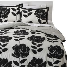Room Essentials® Poppy Reversible Comforter Set with mint sheets