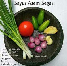 Ingredients for making Tamarind or sour vegetables spice. A typical Indonesian dish Indonesian Cuisine, Western Food, Asian Recipes, Ethnic Recipes, Base Foods, Creative Food, Food Hacks, Food To Make, Food And Drink