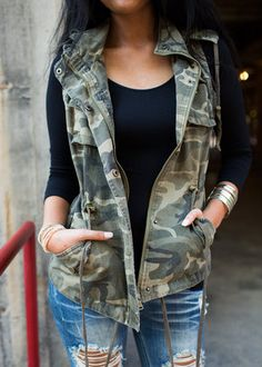 ae9324572f5c2 Camo Cinched Cargo Vest Cute Camo Outfits, Fall Outfits, Camo Jeans Outfit,  Puffy
