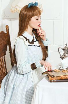 童話『不思議の国のアリス』 おかしなお茶会メンバーの柄ワンピースの会   フェリシモ
