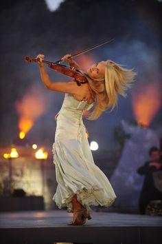 Mareid Nesbit - violinist for Celtic Woman- un.be.lie.va.ble!