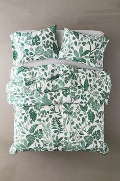 Find everything you need for your bed at UO. Shop duvet covers, quilts, comforters and bedding sets in floral, boho & tie dye patterns! Duvet Sets, Duvet Cover Sets, Twin Bed Covers, Urban Outfitters, Lit Simple, Cozy Bed, New Room, Modern Bedroom, White Bedroom