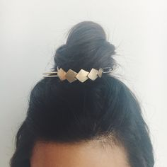 We updated our beloved Bun Cuff with Deco details for a red-carpet-worthy hairstyle! Cute Jewelry, Hair Jewelry, Bridal Jewelry, Fashion Jewelry, Jewlery, Trendy Hairstyles, Bun Hairstyles, Red Bangs, Red To Blonde
