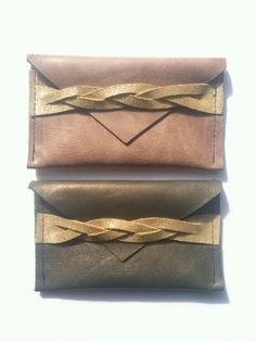 Superbes pochettes en cuir.