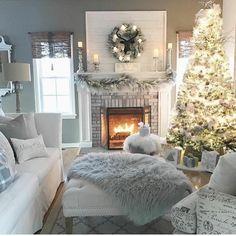 Christmas Interiors, Christmas Living Rooms, Cozy Living Rooms, Living Room Decor, Cozy Christmas, White Christmas, Christmas Morning, Xmas, Christmas Trees