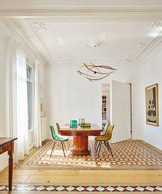 Small Armchairs For Living Room Retro Apartment, Apartment Living, Interior Design Studio, Interior Design Living Room, Floor Design, House Design, Casa Top, Blue Dining Room Chairs, Interior Decorating Styles