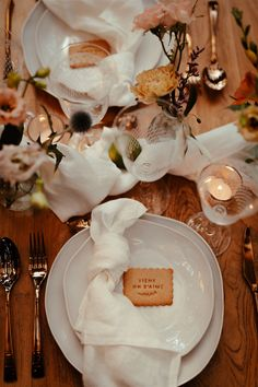 Personalized biscuits for this elegant, organic, colonial yet modern wedding table decor.