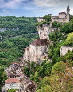 The town Rocamadour definately rocks!👊👊 This little rock carved village is one of France most beautiful hidden gems and one of my most favorite discoveries when living in France 💎 Built in the 13th century, the medieval (Rock) village has attracted visitors for its setting in a gorge above a tributary of the River Dordogne, and especially for its historical monuments and its sanctuary of the Blessed Virgin Mary, which for centuries has attracted pilgrims from many countries, among them… Rocamadour France, Historical Monuments, Little Rock, Location History, Monument Valley, Grand Canyon, Europe, River, Landscape