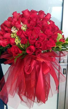 Buket od 100 ruža kreće na dostavu...
