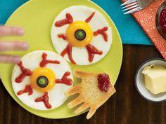 Spooky breakfast for kids: Egg Eyes #halloween