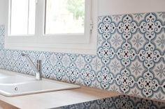 Panneaux Aluminium Motif YAZIR - Bleu patiné Crédence composée de 6 panneaux pour un total de 1,9 m² 395 € TTC