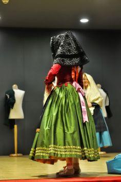 Pilar Higón. Roba a l'antiga: Mostra d'indumentària de Roba a l'antiga European Dress, Folk, Dressing, Alicante, Fashion, Gowns, Pattern Cutting, Skirts, Saddle Pads