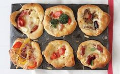 mini-deep dish pizzas using a muffin pan! by Heyjax - Miscellaneous - Pizza Low Carb Vegetarian Recipes, Pizza Recipes, Appetizer Recipes, Dessert Recipes, Appetizers, Cooking Recipes, Vegetarian Kids, Kid Recipes, Chicken Recipes