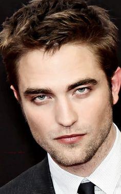 Damn Rob Looks Hotttttt! Edward Cullen Robert Pattinson, Robert Pattinson Twilight, Robert Pattinson Movies, Twilight Edward, Edward Bella, Twilight Saga, A Thousand Years, Robert Douglas, Twilight Pictures