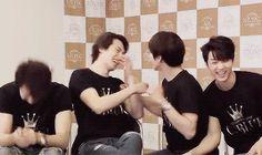 Jong hyun's laugh at anything yong hwa does
