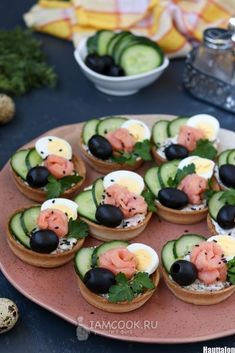 Party Finger Foods Party Snacks Appetizers For Party Appetizer Recipes Party Food Platters Plats Froids Food Garnishes Reception Food Tea Sandwiches Gluten Free Appetizers, Holiday Appetizers, Appetizer Recipes, Thanksgiving Appetizers, Good Food, Yummy Food, Food Garnishes, Food Decoration, Food Platters