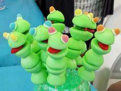 Kermit der Frosch Bonbonspieß - 10 kaubare Bonbonspieße - Elle à Table - - Edible Crafts, Edible Food, Candy Cakes, Cupcake Cakes, Cupcake Toppers, Mini Meringue, Candy Kabobs, Bar A Bonbon, Sweet Trees
