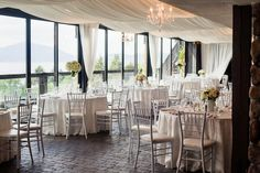 White simple chic at summer hill winery Kelowna that #stagerightetc did.