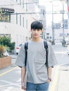 images in 2019 cute boys, asian boys, cute gu Korean Fashion Kpop, Korean Fashion Summer, Korea Fashion, Cute Korean Boys, Korean Men, Asian Boys, Song Wei Long, Boy Hairstyles, Korean Hairstyles