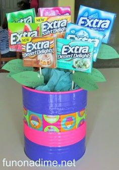 A fun homemade Extra gum bouquet. Christmas Arts And Crafts, Family Christmas Gifts, Holiday Crafts, Homemade Birthday, Birthday Gifts For Sister, Birthday Ideas, Raffle Baskets, Diy Gift Baskets, Gift Bouquet