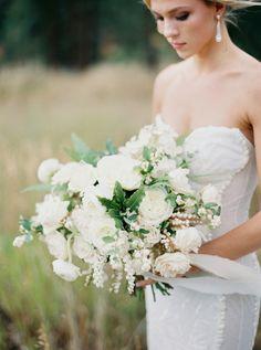 weddings - bouquet   photo rebecca hollis