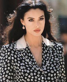 Monica Bellucci, Most Beautiful Women, Beautiful People, Turkish Beauty, Mode Streetwear, Jolie Photo, Italian Girls, Girl Photo Poses, Beauty Full Girl
