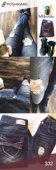 Almost Famous ripped jeans✔️☕️ Get ready for fall!! in these ripped~distressed jeans by Almost famous! Super comfortablewith a stretch to them! 80%cotton✔️ make an offer✌no trades.. thank youexcellent condition Almost Famous Jeans Skinny