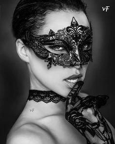 'Il suo corpo   si inarca   come un salice,   vuole il mio  desiderio,  sentirlo animarle   le viscere.'    - Victor Fidelio    #vFidelio #eros  #sguardo #corpo #inarca #salice #desiderio #viscere