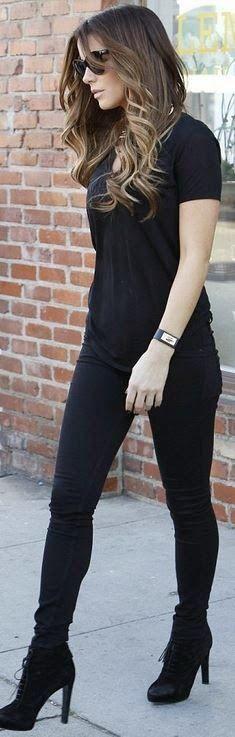 Kate Beckinsale: Bracelet – Givenchy Jeans – Rag & Bone Shoes