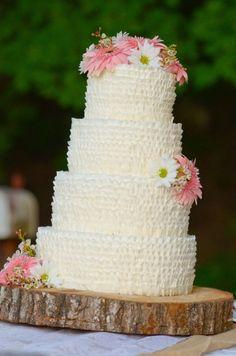 Ashley | Brideside Createportraiture.com Ruffle Wedding cake  woodland wedding