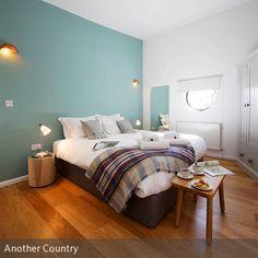Ein Kühles Hellblau Bringt Weite In Den Raum Und Wirkt Entspannend Frisch.  Besonders Gut Eignet Sich Die Farbe Hellblau Als Wandgestaltung Im  Schlafzimmer.