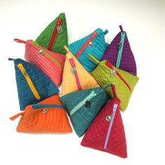 Free instructions to make this cute and quick triangle bag on the Moda Blog! Makes a great gift!