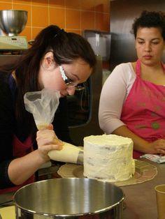 *Tutoriel* Comment réussir une crème au beurre meringue suisse et le montage d'un sky high ? | I Love Cakes