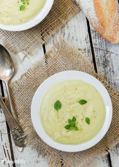 Crema de coliflor especiada Spicy Cauliflower, Soup Recipes, Healthy Recipes, Cream Soup, Healthy Eating, Healthy Food, Cheeseburger Chowder, Stew, A Food