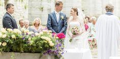 Van een bruiloft komt een bruiloft! Dat wordt weer eens bewezen als Jeanette (33) en Richard (38) elkaar in het zonnige Barcelona ontmoeten op de grote dag van hun gemeenschappelijke vrienden. Zelf trouwen ze in een oude kerkruïne in het pittoreske Visby, Zweden,