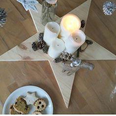 Hola! 🙋 No me ha dado tiempo hoy a pasar por aquí. Cómo vais con la deco navideña? 📷 @estilo_escandinavo  #LetrasLuces #siluetademadera #siluetasmadera #madera #wood #woodwork #handmade #hechoamano #hechoenespaña #artesanal #woodworking #estrellasdemadera #estrella #deco #decoracionnavideña #navidad #centrodemesa #xmas #decoracionnordica #nordicstyle #estilonordico #interior4all