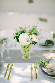 Simple wedding centerpieces: Getting the ideal wedding centerpieces may be tough. Let us help you make the best choice! This Free guide will make your choice easy and fast. Olive Wedding, All White Wedding, Rose Wedding, Elegant Wedding, Diy Wedding, Wedding Flowers, Perfect Wedding, Wedding Trends, Wedding Ceremony
