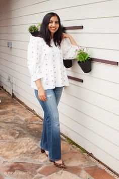 How to wear bootcut jeans in 2021: pretty floral top and block heel pumps Modest Outfits, Jean Outfits, Modest Fashion, Cool Outfits, Casual Outfits, Fashion Outfits, Spring Tops, Women's Jeans, Women's Casual